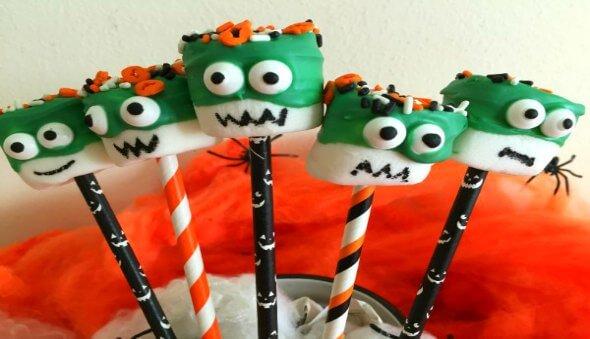 """How to Make Halloween """"Monster"""" Marshmallow Pops"""
