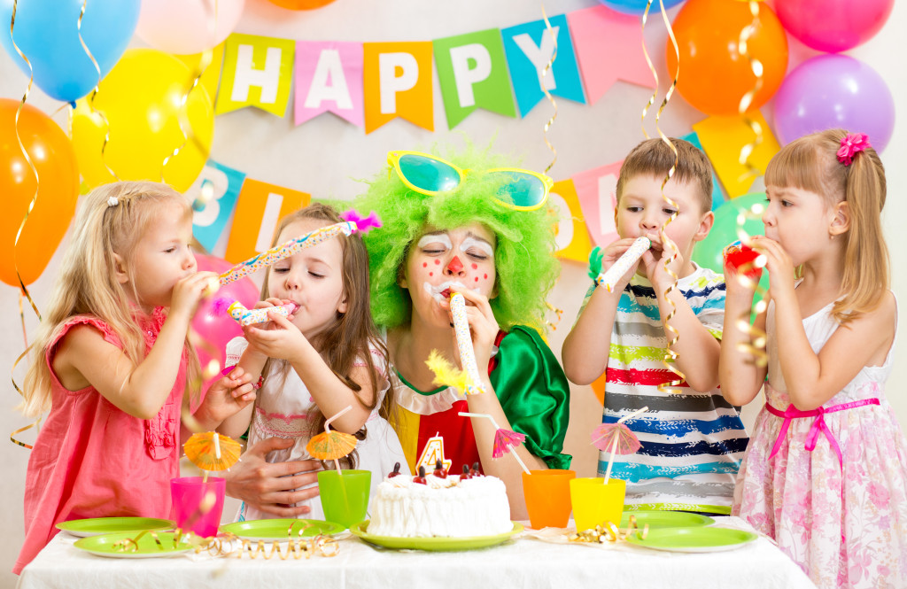 kids birthday party gifts, rsvp, invites, etiquette